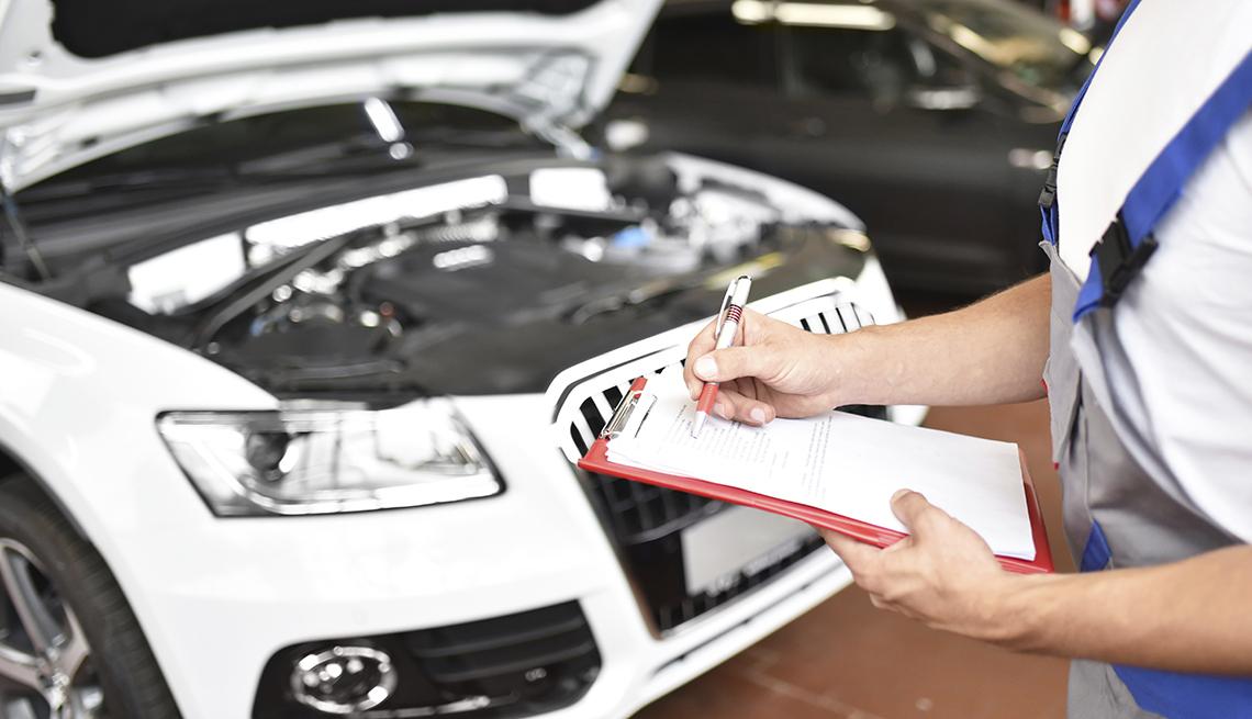 La importancia de la revisión periódica de un coche.