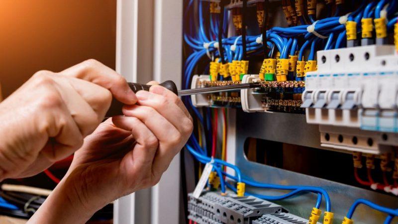Qué Tener en Cuenta al Contratar un Electricista